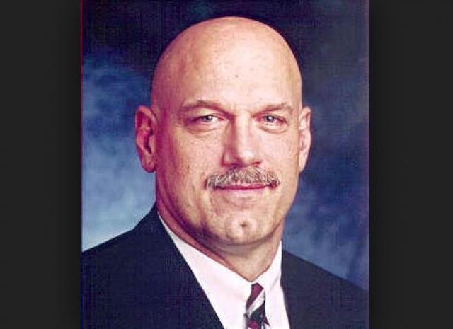 Его политическая карьера началась в 1990 году: разочарованный неэффективностью местных органов власти в городе Бруклин-Парк, штат Миннесота, Вентура баллотировался на пост мэра и выиграл у прежнего градоначальника, занимавшего пост в течение 18 лет.