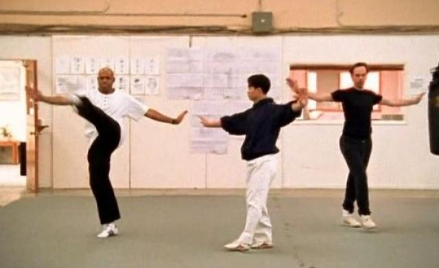 Для постановки боевых сцен Вачовски позвали лучшего эксперта в этой сфере - знаменитого мастера боевых искусств, а также актера и режиссера Юэйна Ву Пинга.