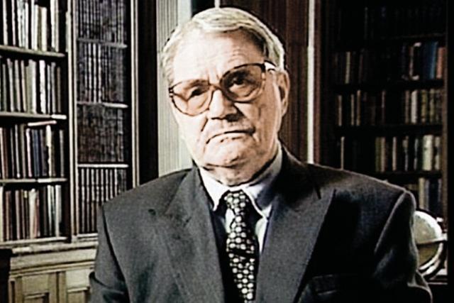 Доклад основан на информации, опубликованной бывшим начальником архивного отдела КГБ СССР Василием Митрохиным , бежавшим в Великобританию в 1992 году.