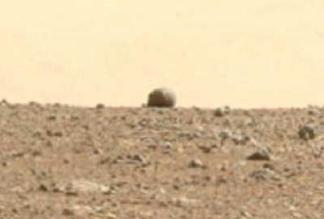 Сооружение на горизонте кратера Гейла.