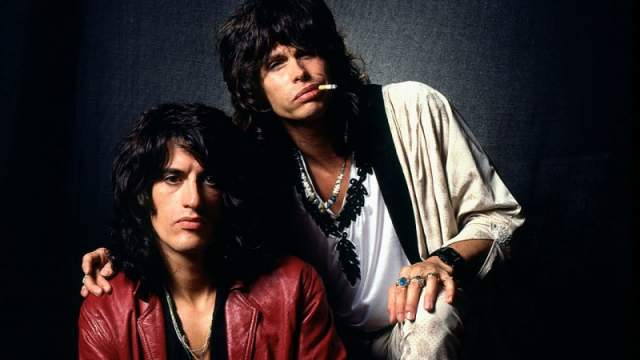 Aerosmith. Журнал Rolling Stone и телеканал VH1 включили группу в список 100 самых великих музыкантов всех времен, а в 90-х их хиты доносились из эфиров всех радиостанций. Особый интерес поклонники питали к вокалисту Стивену Тайлеру и гитаристу Джо Перри.