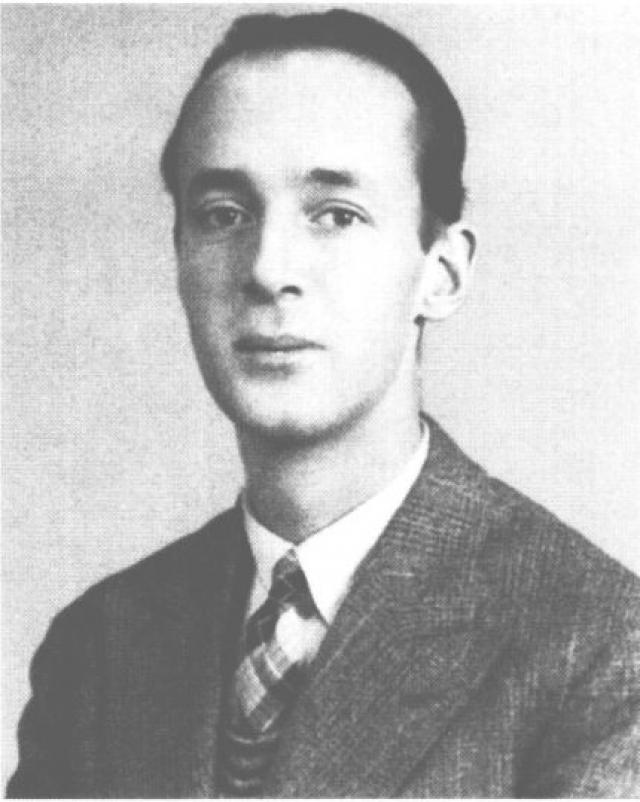 Владимир Набоков. В 1919 году, спасаясь от Красной Армии, Набоковы поехали в Англию, где Владимир поступил в Кембриджский университет.