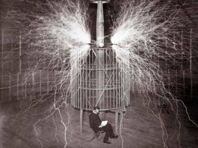 После испытаний чудо-корабля Тесла зарегистрировал патент номер 613809 на устройство дистанционного управления, использующее радиосигналы.