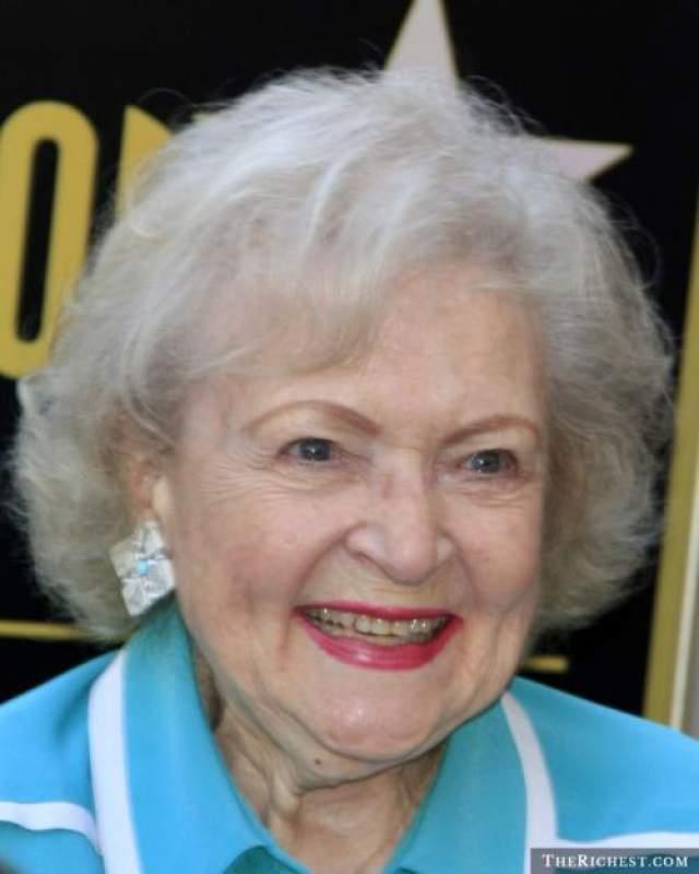 """Бетти Уайт, 97 лет Американская актриса, комедиантка и телеведущая, наиболее известная по своим ролям в телесериале """"Золотые девочки"""", а также в """"Шоу Мэри Тайлер Мур""""."""