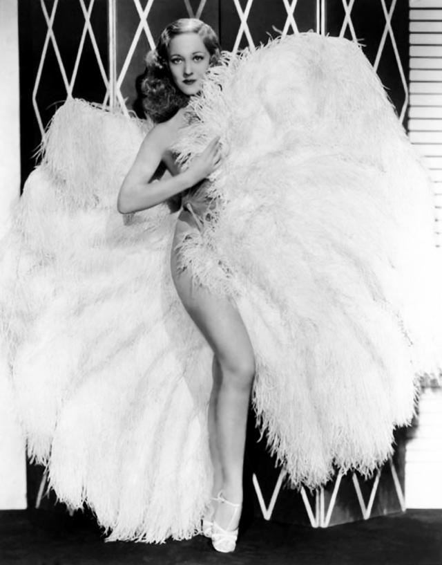 Среди известных стриптизерш тех лет в США были Салли Рэнд…