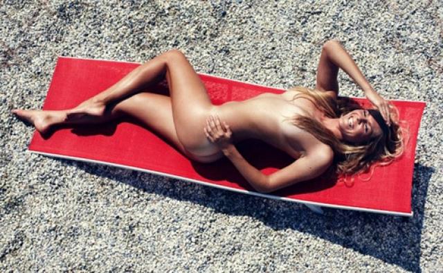 ...Серфингистка Стефани Гилмор …