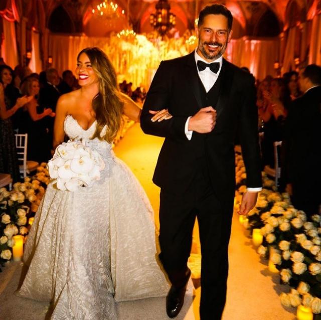 София Вергара и Джо Манганиэлло поженились 23 ноября. Необыкновенно привлекательная пара поддерживала романтические отношения в течение года.