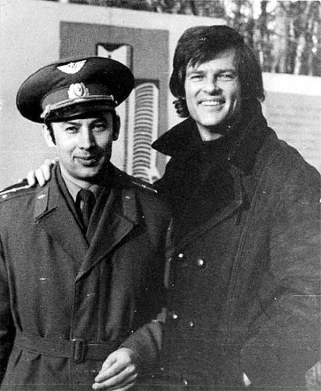 """С 1981 года Рид жил в ГДР на """"вилле у озера"""" вместе с женой, немецкой актрисой Ренатой Блюме. Продолжая сниматься в фильмах, режиссировать свои картины, петь, он так и не оставлял политическую борьбу."""