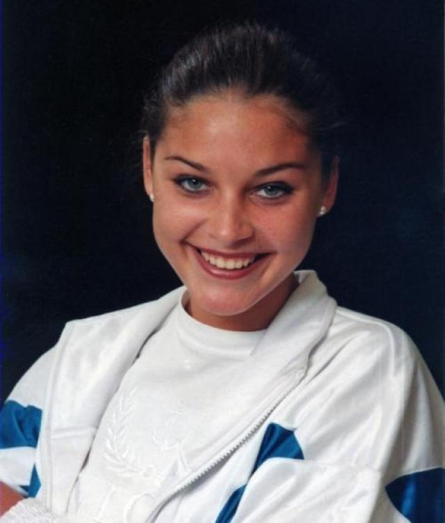 К сожалению, жизнь Саши оборвалась уже в 2000-м году – девушка была застрелена всего за два дня до своего двадцатилетия.