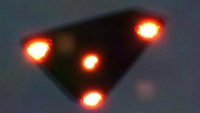 Бельгийский инцидент, 1990. Истребители НАТО вечером 30 марта были подняты в воздух в погоне за группой темных треугольных объектов, обнаруженных над сельской местностью.