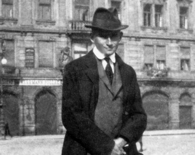 Здоровье его ухудшалось: из-за обострившегося туберкулеза гортани он испытывал сильные боли и не мог принимать пищу. 3 июня 1924 году в санатории под Веной Кафка умер. Причиной смерти, вероятно, стало истощение.