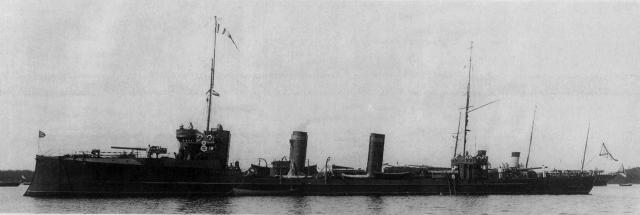 Вскоре миноносец начал тонуть. Это обстоятельство дало повод к утверждению, что русские моряки сами затопили свой миноносец и погибли, чтобы не сдаться врагу со своим кораблем.