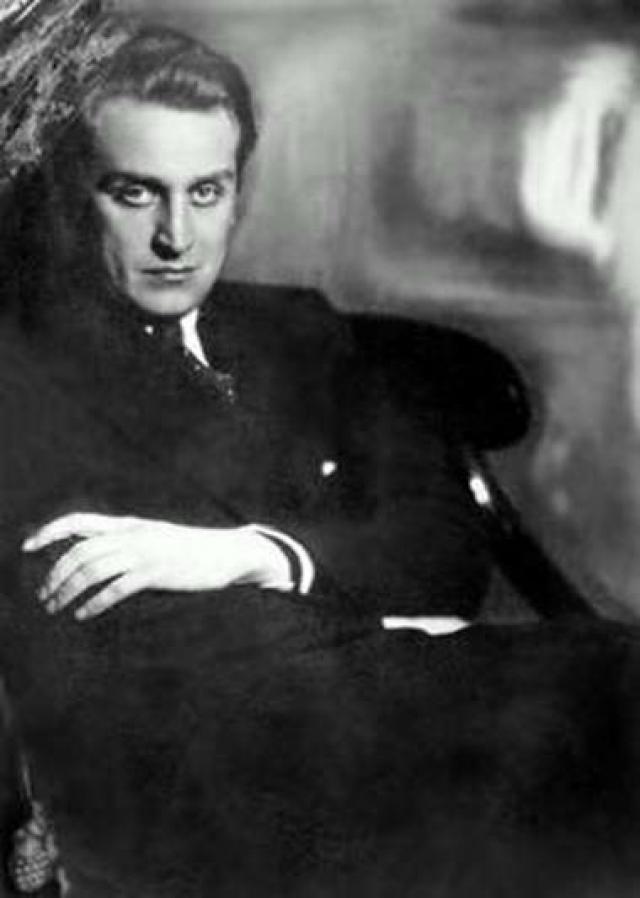 Любовь Петровна тут же бросилась звонить Сталину: в результате машина с Александровым, не доехав до Лубянки, развернулась обратно.