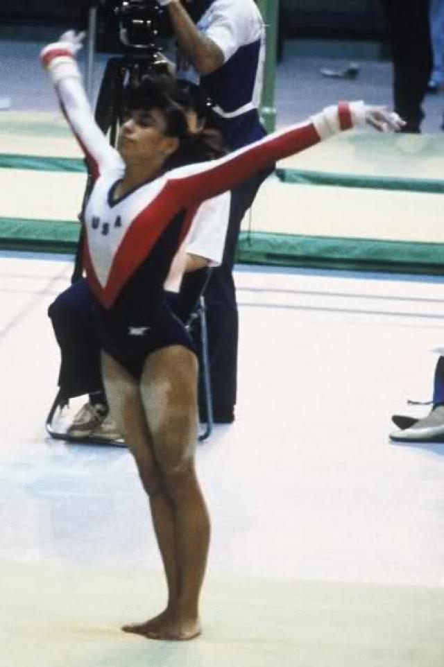 Джулисса Гомес. Американская гимнастка получила страшную травму во время опорного прыжка в 1988 году: на соревнованиях в Японии она поскользнулась на трамплине и врезалась головой в опорного коня.