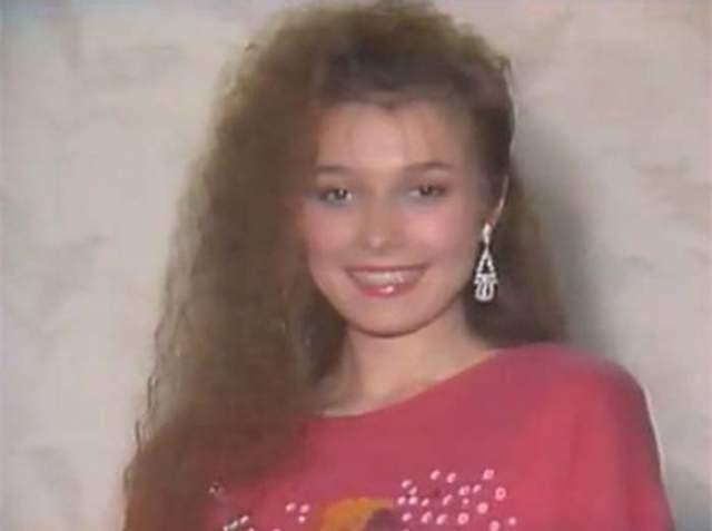 Затем Анжелика забеременела, но в СССР в ЗАГС можно было идти только с 18 лет, а Лике было всего 17. Через месяц исполком дал добро, и они расписались.