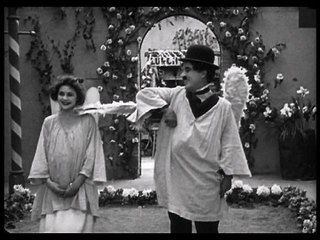 Чарли Чаплин. Чарли впервые вступил в интимную близость со своей будущей женой Литой Грей, когда той было 15 лет, а ему 34 года, о чем она поведала в своей книге.