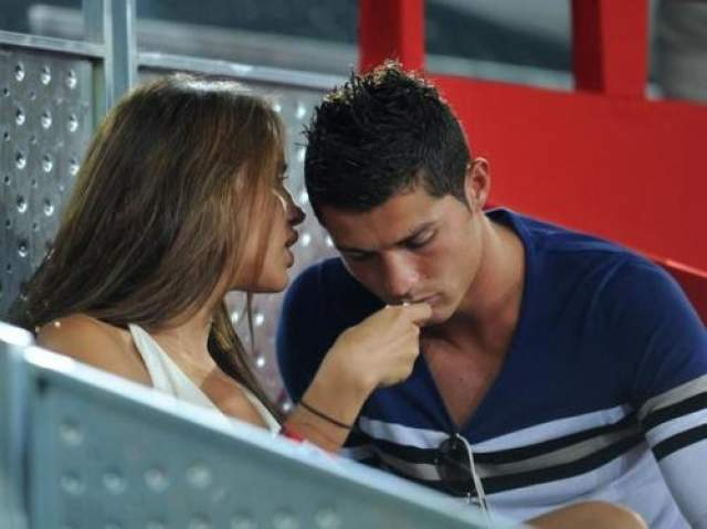 """Согласно английской газете """"news of the world"""", игрок Реал Мадрид Криштиану Роналду имел продолжительные отношения с проституткой, которой он заплатил 2500 евро за ночь."""
