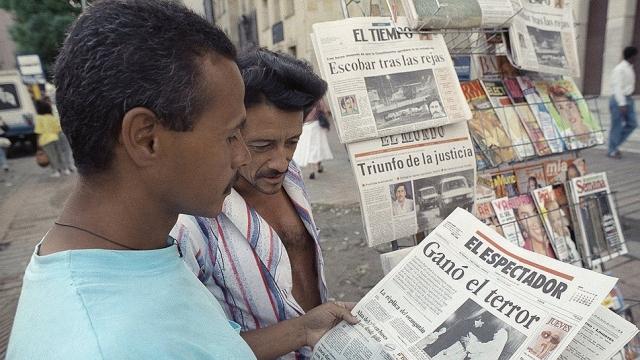 Теперь он был свободен, но у него повсюду были враги. Оставалось всё меньше мест, в которых он мог найти себе надёжное убежище. Правительства США и Колумбии на этот раз были полны решимости покончить с Эскобаром и его Медельинским кокаиновым картелем. Было принято решение преследовать его и по возможности во время ареста ликвидировать.