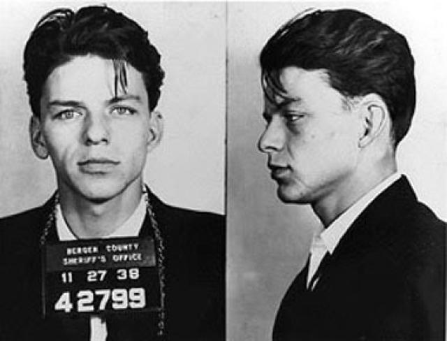 Все эти обвинения не удивительны, ведь Синатра вырос в бандитском районе Нью-Джерси и был знаком с гангстерским миром с детства. Анализ его досье, обнародованного ФБР в 1998 году и содержащего почти 1300 страниц, не показал в его связях с криминальными авторитетами ничего криминального.