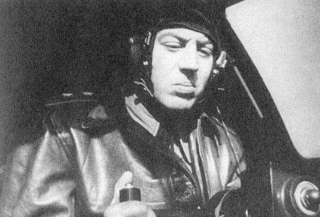 В июле 1947 году переведен в Москву на должность помощника по строевой части командующего ВВС Московского военного округа, через год став командующим.