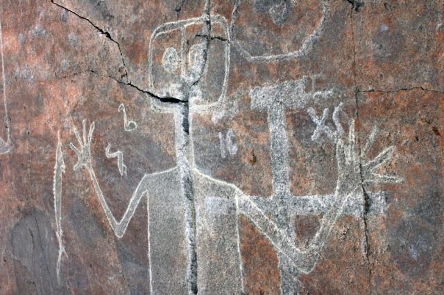 Онежские петроглифы на мысе Бесов Нос, Россия. Самый известный из онежских петроглифов - Бес, его длина два с половиной метра.