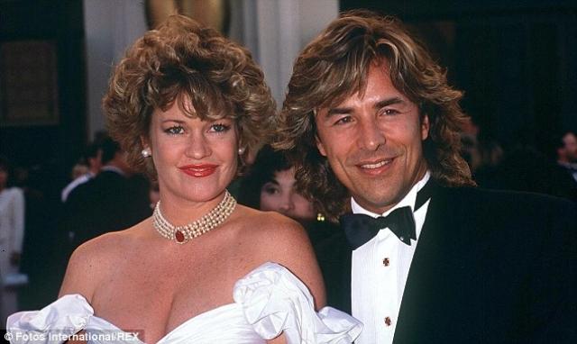 В 1989 году Мелани повторно вступила в брак с Джонсоном и через семь лет, в 1996 году, они вновь развелись. Гриффит бросила Дона ради Антонио Бандераса .