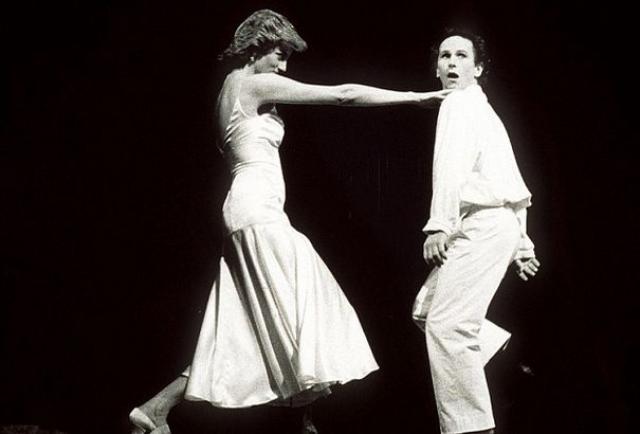 Диана любила танцы и в школьные годы она победила в конкурсе среди танцоров чечетки. Мечтала о карьере балерины, но помешал высокий рост (178 см).