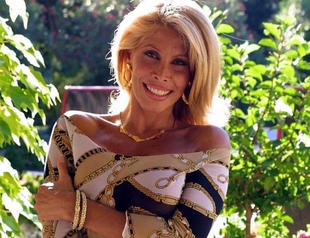 Милли Д'Аббраччо - кандидат в депутаты парламента Италии в 2008 году: девушка выдвинула свою кандидатуру на пост депутата от Социалистической партии Италии, однако провалилась.