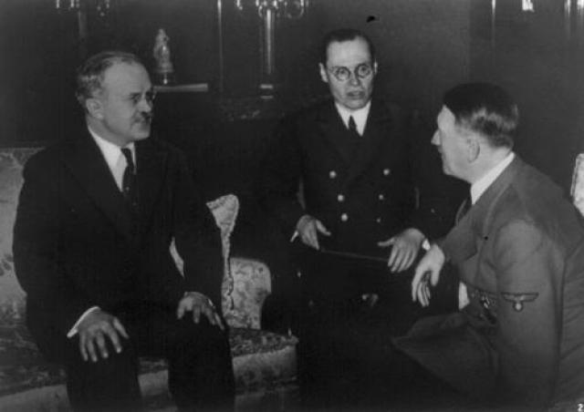 13 ноября состоялась вторая встреча с Гитлером, беседа длилась почти три часа. На этот раз Молотов решил сразу взять быка за рога и после вступительных слов разговор перешел к финскому вопросу, по которому нарком иностранных дел потребовал у немецкой стороны конкретных разъяснений.