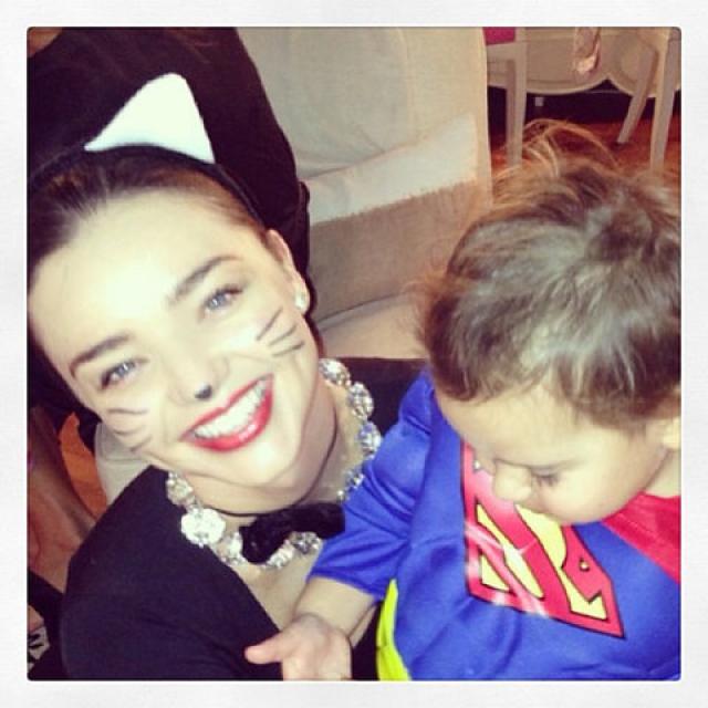 Миранда Керр. Актриса делится фото веселого времяпрепровождения с сыном Флинном Кристофером.
