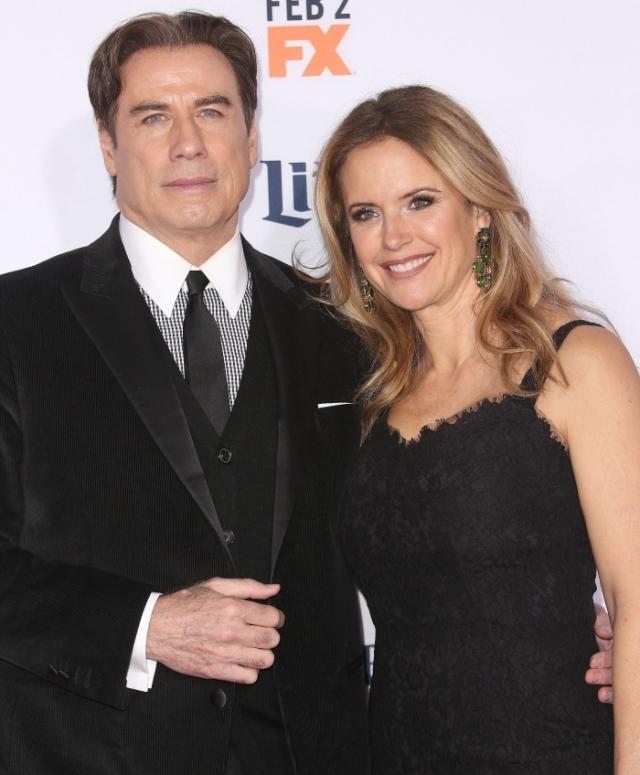 В 2013 году все говорили о том, что супруги разводятся после 22 лет совместной жизни, однако Келли и Джон до сих пор вместе на зависть сплетникам.