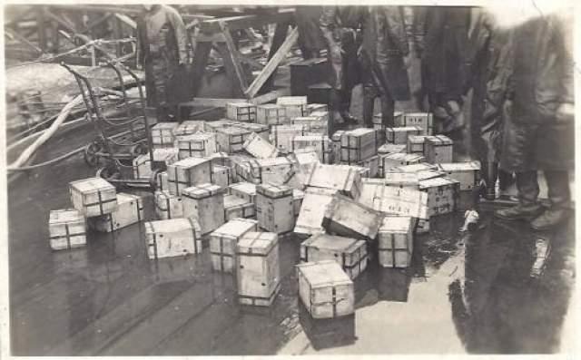 """И все же малую толику загадок озера удалось раскрыть официальной экспедицией, проведенной в 1959 году. Она подняла со дня 15 ящиков, в которых оказались те самые фальшивые английские фунты стерлингов, которые в несметном количестве были изготовлены в нацисткой Германии в ходе """"Операции """"Бернард""""."""