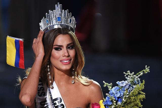 """Самый недавний скандал на """"Мисс Вселенная"""" в Лас-Вегасе разгорелся в декабре прошлого года. Уже в момент награждения, когда нервы участниц были напряжены до предела, ведущий умудрился перепутать имя победительницы."""