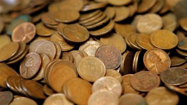 Через некоторое время Роберт запланировал переезд и решил отвезти монеты эксперту, который дал имуществу оценку в $300. Но среди многочисленных монет нашлась одна особенная, которая была изготовлена из алюминия.
