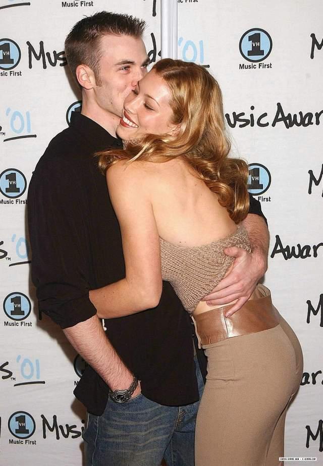 Доподлинно известно, что мужественный красавец не был женат, а в период с 2001 по 2006 год встречался с нынешней супругой Джастина Тимберлейка Джессикой Бил.