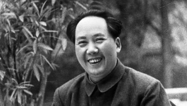 Мао Цзэдун. К середине 70-х годов Великий Кормчий был настолько болен, что уже не в состоянии был активно вмешиваться в политику Китая.