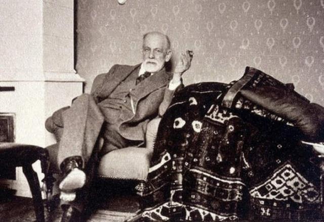 """В 1884 году Фрейд опубликовал статью """"О коке"""", предложив первым в мире стратегию замещающей терапии наркотической зависимости: он предлагал лечить кокаином морфинистов."""