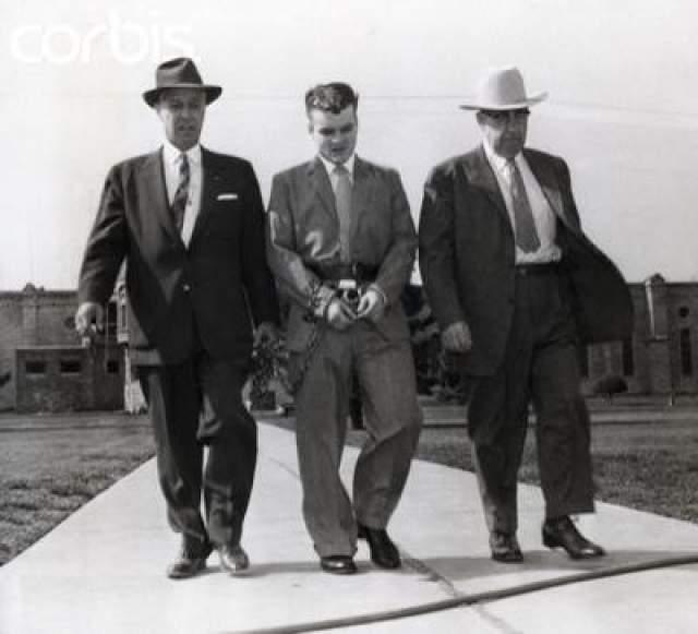 21 января 1958 года Старквезер застрелил мать и отчима Фьюгейт, но не остановился на этом - еще он задушил ее младшую сестру. После этого парочка пустилась в путешествие по Америке, грабя и убивая всех, ко встречался на пути. В итоге они убили 11 человек и двух собак.