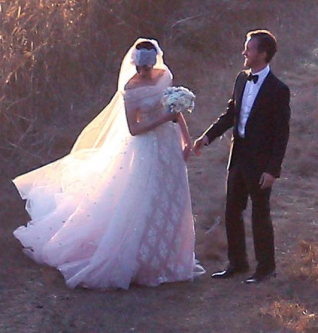 Энн Хэтэуэй и Адам Шульман. Актриса и дизайнер ювелирных украшений познакомились в 2008 году, а спустя три года решили пожениться.