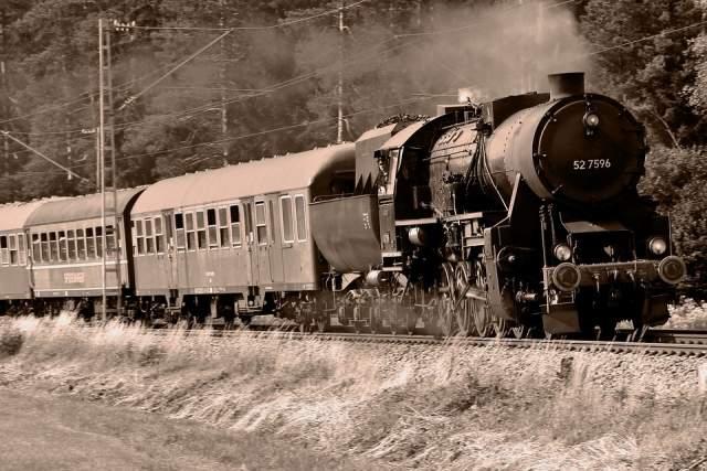 """""""Я лично проверил. Но самое поразительное: все 104 человека утверждали, что прибыли по… железной дороге. И не откуда-нибудь, а из самого Рима. Наши местные глупцы даже начали утверждать, что это знамение Божье – посланцы Вечного города. Но этого быть не может: поезда не ездят по воде!"""" - писал Саксино."""