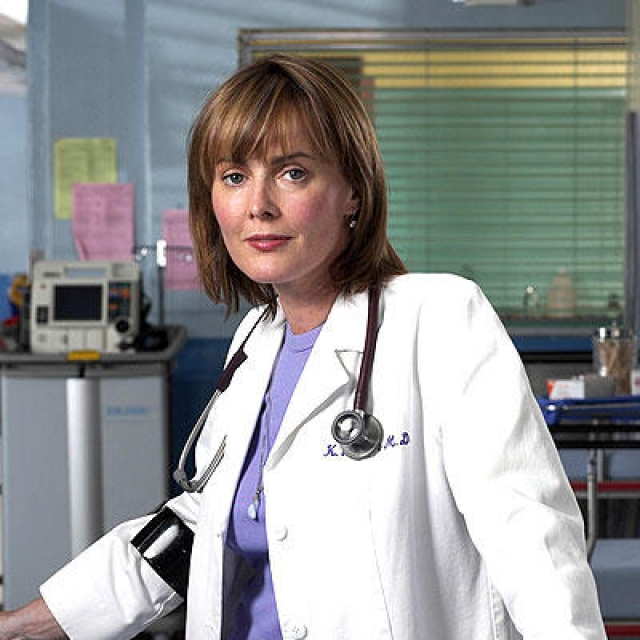 Лори Иннес. После успеха в роли доктора Керри она вернулась к тому, с чего начинала - кэпизодическим ролям в сериалах.