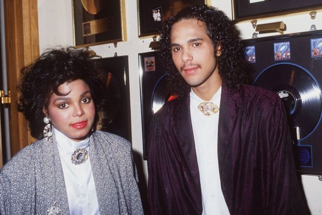 Джанет Джексон. Поп-звезда вышла замуж за солиста R&B группы DeBarges, Джеймса Дебарджа в 1984 году, когда ей было 18, а ему 21.