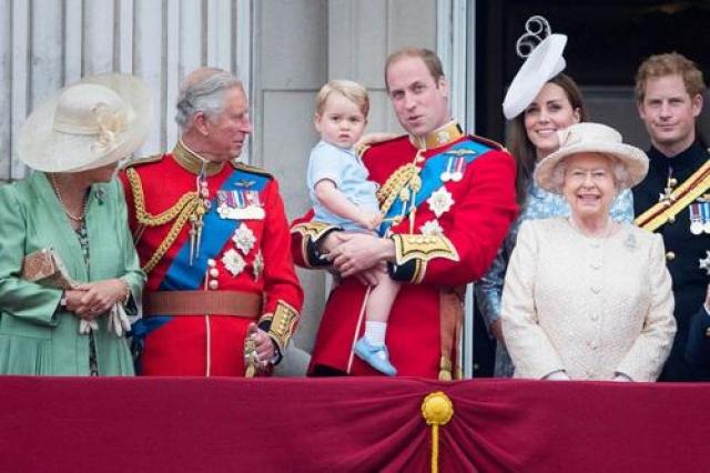 У нее два дня рождения в году Королева не отмечает один день рождения в году, как простая смертная (да и подарки, поди, получше получает, чем все мы, вместе взятые). Королева родилась 21 апреля, но ее «официальный» день рождения проводится в начале июня, в субботу.