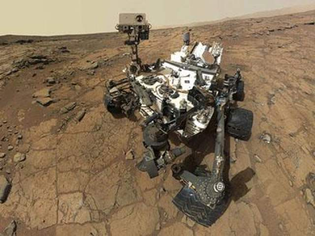 На настоящий момент марсоход сделал открытия, которые указывают на существование благоприятных условий для жизни микробов миллиарды лет назад, сделал бесчисленное количество работ разными инструментами: сверлил, стрелял лазером, фотографировал, отправил на Землю 468 926 снимков.