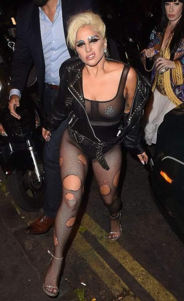 Леди Гага как всегда в своем репертуаре!