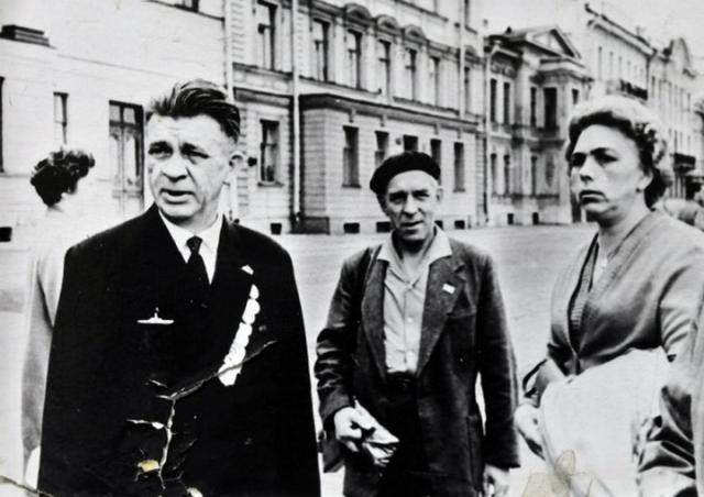 После войны в 1946-1949 годах Маринеско работал старшим помощником капитана на судах Балтийского государственного торгового пароходства, в 1949 году - заместителем директора Ленинградского НИИ переливания крови.