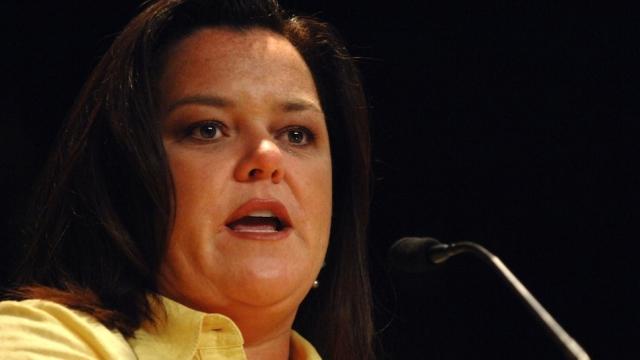 Рози О'Доннелл. Американская телеведущая и комедийная актриса публично заявила, что она и ее четверо братьев и сестер стали жертвами разного уровня семейного насилия со стороны родителей.