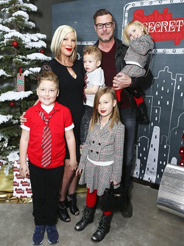 Спеллинг подала на развод, а спустя месяц после его оформления вышла замуж за МакДермотта, которому родила пятерых детей.