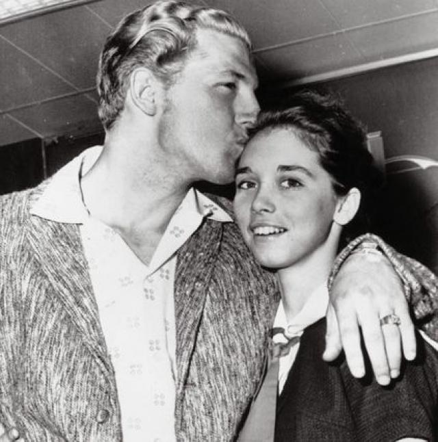 Джерри Ли Льюис и Майра Гейл Браун. Бурно развивавшаяся карьера Льюиса была почти погублена скандалом, разразившимся в мае 1958 года в ходе турне по Англии и Шотландии вокруг его женитьбы на 13-летней двоюродной племяннице.