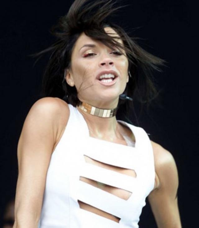 В 2000 году после распада группы Виктория Бекхэм поэкспериментировала с поп-музыкой, четыре раза попадала в Английский музыкальный хит-парад десяти лучших синглов как сольный исполнитель. Записала сольный альбом под названием Victoria Beckham, включившего в себя 12 треков.